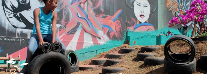 """Instalação de Parquinho no Telecentro """" Jaguaré"""" com o equipe do Grafiteiro Box/Favels, Instituto Reinventar e Benfeitora"""